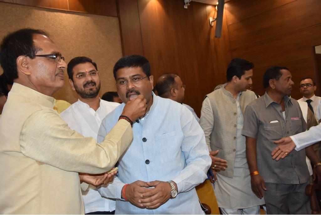 Arun Jaitley files nomination papers for Rajya Sabha polls